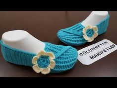Beautiful Slippers Tutorial – Made in Blue - Design Peak Easy Crochet, Free Crochet, Knit Crochet, Crochet Shoes, Crochet Slippers, Sock Shoes, Baby Shoes, Crochet Stitches Patterns, Slipper Boots