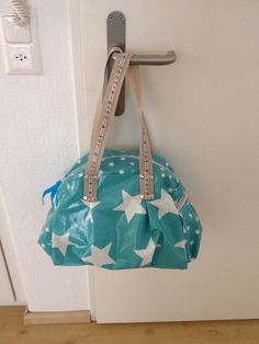 i just love the mix of colors and style. Bowling Bags, Sewing Hacks, Color Mixing, Diy Crafts, Oilcloth, Beautiful Things, Design, China, Totes