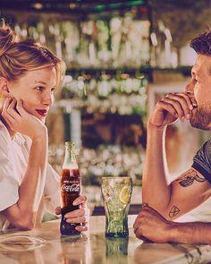 Como servir uma Coca-Cola na perfeição?   Coca-Cola