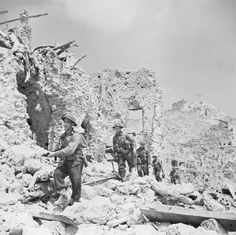 Men of the Durham Light Infantry advancing through passing the remains of the Hotel Des Roses after the Battle of Monte Cassino/May 1944