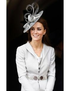 Kate Middleton fascinator ..The hat looks like it came off some sort of mythical fairytale bird.