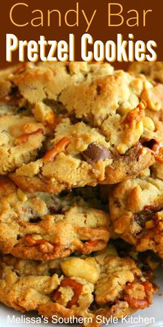banking ideas If youre a fan of sweet and salty, these loaded Candy Bar Pretzel Cookies are for you! Theyre packed with peanuts, candy bar pieces, and salted pretzels plus, plenty of chocolate chips. Easy Cookie Recipes, Cookie Desserts, Baking Recipes, Sweet Recipes, Dessert Recipes, Pretzel Cookies, Chocolate Chip Shortbread Cookies, Yummy Cookies, Chocolate Chips