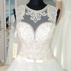 La Belle 2017La Belle 2017#labelle #lace #swarovskicrystals💎 #dress #weddingdress #wedding #bride #sukniaślubna #salonslubny #rzeszów #najpiekniejsza #pannamloda #slubne #design #handmade #white #bestdress #gown #bridal #bridalgown #handmade #cristal  #ślub #ślubna #suknia #myday #white#newcollection#rzeszów#madeinpoland🇵🇱 #designerdress