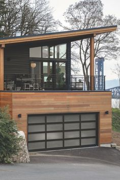 Modern Garage, Modern Deck, Small Modern House Exterior, Small Modern Home, Modern Homes, Modern Home Plans, Modern Home Exteriors, Double Fireplace, Casas Country