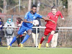 #Fabian #Schulze im Laufduell um den Ball mit einem Spieler von #H03 #Zehlendorf. | 20. Spieltag Hertha 03 Zehlendorf vs. BAK 07 (Saison 14/15) - Ergebnis: 1:1 Unentschieden