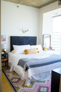 eclectic bedroom design and home decor inspiration. I love the neutral wall with the vibrant textiles. Bedroom Colors, Bedroom Decor, Room Color Schemes, Master Bedroom Design, New Room, Apartment Living, Home Decor Inspiration, Decorating Your Home, House Design