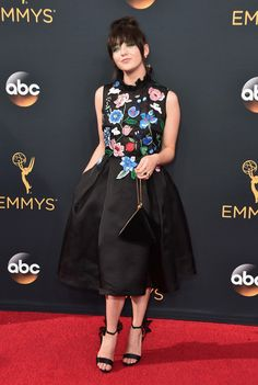 Maisie Williams in Markus Lupfer at the 2016 Emmys