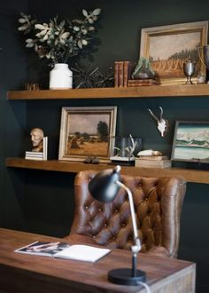 52 FARMHOUSE RUSTIC OFFICE STYLE IDEAS Ever thought about a rustic office? Many things can we do in the world of home decor and design. Including the design model of an office that uses a rural style for office decoration. Men's Home Offices, Masculine Home Offices, Rustic Home Offices, Masculine Office Decor, Male Office Decor, Home Office Setup, Home Office Space, Men Office, Office Style