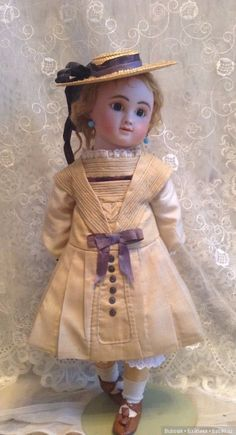 French Bebe by Jules Steiner . Old Dolls, Antique Dolls, Victorian Toys, Victorian Dollhouse, Modern Dollhouse, Child Doll, Baby Dolls, Reborn Dolls, Reborn Babies