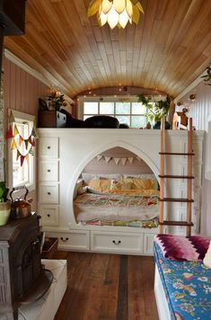 <p>The couple maximizes available space through this loft, Mira Thompson says. They can sit and lounge on the top part, and sleep tucked into the bottom nook, where they co-sleep with their daughter, Carys.<br /></p>