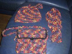 Set aus aus Mütze, Schal und Tasche - gehäkelt Vera Bradley Backpack, Backpacks, Bags, Fashion, Diy Home Crafts, Diy, Handbags, Moda, Fashion Styles