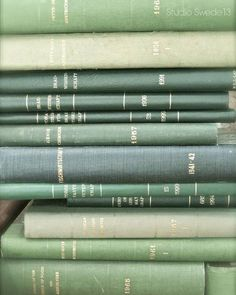 Mint Green Aesthetic, Aesthetic Colors, Book Aesthetic, Aesthetic Vintage, Aesthetic Pictures, Sage Green Wallpaper, Mint Green Wallpaper Iphone, Verde Vintage, Green Library