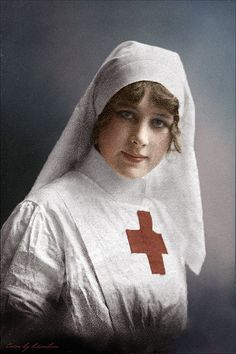 56 Incredible Colorized Photos That Revived 'Russia During WWI' ~ vintage everyday World War One, First World, History Of Nursing, Radiology Humor, Nurse Art, Vintage Nurse, Colorized Photos, Foto Art, Red Cross