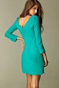 Prosta sukienka z dekoltem na plecach dostępna w sklepie internetowym GrandeSaldi.