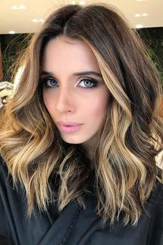 Top short dark hair with highlights ombre Brown Ombre Hair, Ombre Hair Color, Ombre Hair Brunette, Medium Hair Styles, Short Hair Styles, Hair Medium, Truss Hair, Dark Hair With Highlights, Hair Styles Highlights