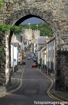 20110508 North Wales - Conwy - Berry Street - Stone Arch by dangerous_disco, via… Great Places, Places To Go, Beautiful Places, Wonderful Places, Wales Uk, North Wales, Snowdonia, Anglesey, Welsh Castles
