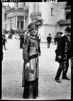 1914 Fashion at the Parisian races IMAGE: AGENCE ROL/GALLICA VIA EUROPEANA