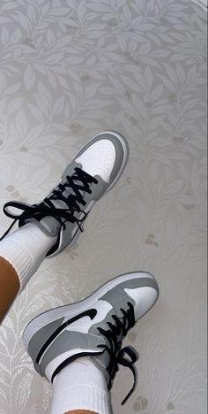 Jordan Shoes Girls, Girls Shoes, Shoes Women, Jordan Outfits, Hype Shoes, Buy Shoes, Nike Air Shoes, Converse Shoes, Cool Nike Shoes