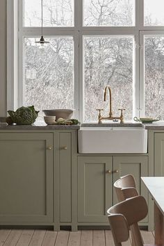 Nordiska Kök - Scandinavian shaker kitchen in a lovely green color and a limestone countertop. More farmhouse kitchen inspiration, ideas and interior at Nordic Kitchen, Kitchen Dining, Kitchen Decor, Kitchen Cabinets, Shaker Kitchen Diy, Kitchen Ideas, Plywood Furniture, Design Furniture, House Doctor