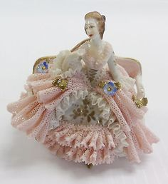 Dresden-Germany-LACE-Figurine-LADY-SOFA-Flowers-Porcelain-Pink-White