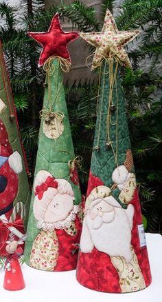 Trio navideño ... cosiendo con betty Origami Christmas Ornament, Christmas Fabric Crafts, Christmas Patchwork, Quilted Christmas Ornaments, Christmas Craft Projects, Felt Christmas Decorations, Christmas Sewing, Primitive Christmas, Christmas Crafts