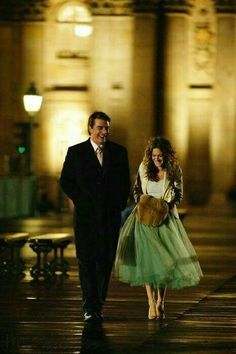 Carrie Bradshaw and Big walking in Paris - Carrie wearing a tulle dress