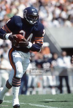 Walter Payton #34 of the Chicago Bears  1985