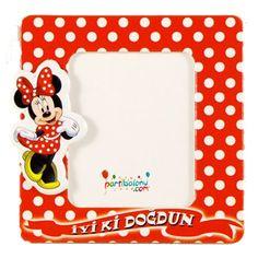 Minnie Mouse Magnet Mini Mouse Magnet Ürün Özellikleri  Paket içerisinde 1 Adet Minnie Mouse yapışkanlı magnet bulunuyor. Karton Magnet parlaktır ve kaliteli baskıdır. Minnie Mouse temalı magnetlerin boyutu 7,8 cm ve kartondan üretilmiştir. Minnie Mouse Fotoğraf Çerçevesi Magnetlerin resim konulan kısmının boyutu 4,5 cm'dir. Çocuklarınızın özel günlerinde gelen çocuklara dağıtmak için kullanılabilir.