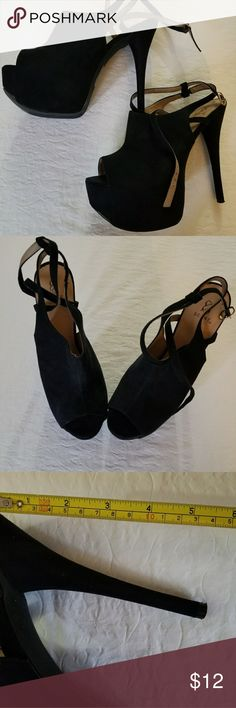Maggy Women Sandals Size 9. This plush fabric sandals by Scene moves seamlessly from the office to the after party. Please refer to pictures for further quality details and thank you for looking in my closet ❤ Scene Shoes Platforms