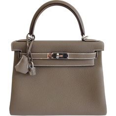 Pre-Owned Hermes Kelly Bag 28 Etoupe Togo Leather with Palladium... (241.537.790 IDR) ❤ liked on Polyvore featuring bags, handbags, etoupe, preowned handbags, shoulder strap purses, real leather handbags, leather purse and white handbags