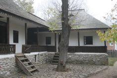 """Casa """"cu legatura"""" Suici, Arges construita la Muzeul Satului dupa un model traditional din satul Valea Topologului Fantasy Inspiration, Traditional House, Old Houses, Romania, Homesteading, Tiny House, House Plans, Europe, Cottage"""