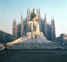Wrapped Monument to Vittorio Emanuele, Piazza Duomo, Milano, Italy, 1970 / Christo and Jeanne-Claude