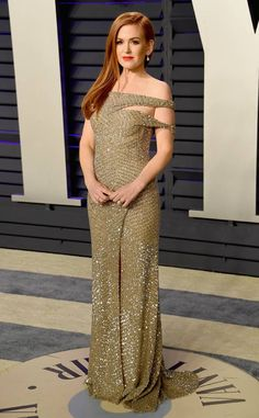 Isla Fisher from 2019 Vanity Fair Oscars After-Party The actress steps out in Jonathan Simkhai's dimensional sequin off shoulder gown. Off Shoulder Gown, Glamorous Dresses, Glam Dresses, Isla Fisher, Vanity Fair Oscar Party, Victoria Dress, Red Carpet Looks, Red Carpet Dresses, Gold Dress