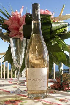 Rosé wine Winter en Provence: small notes of red fruits and mild citrus. Well-rounded, light and fresh. Provence Rose, French Wine, Red Fruit, White Wine, Alcoholic Drinks, Notes, France, Fresh, Bottle