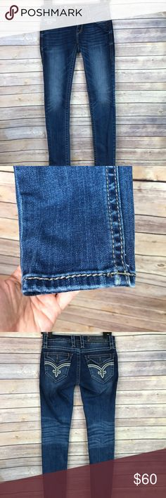 "Rock Revival Ashley Skinny Low Rise Pocket Jeans Rock Revival 'Ashley' skinny jeans 98% cotton 2% elastane Size 26. Waist 26"" Inseam 31"" Outseam 40"" Leg opening 10"" Rise 7"" Gently used, no rips stains or holes All measurements are approximate. Smoke free home. Rock Revival Jeans Skinny"