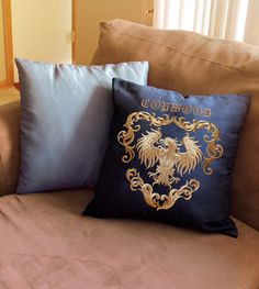 Tutorials | Urban Threads: Stitch up a framed heraldic crest pillow for an antique chic look to your home decor.