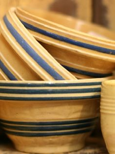 Love me some stoneware mixing bowls, too! Between the stoneware, the stainless, and the texasware, I can mix anything. Mellow Yellow, Blue Yellow, Blue And White, Vintage Bowls, Vintage Dishes, Antique Dishes, Vintage Kitchenware, Vintage Pottery, Vintage Antiques