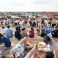 There are fancy rooftop bars and then there are Neukölln rooftop bars. The former tends to be a bit on the stiff side, whereas the later is loose i...