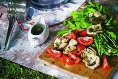 Ensalada de rúgula, tomate y corazones de alcachofa