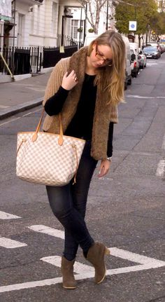 Louis Vuitton Damier Azur Canvas Neverfull MM - works well in winter too?? Hmmmm? Maybe