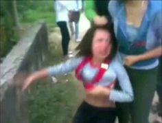 Đầu năm, dân mạng lại xôn xao clip cô gái bị đánh hội đồng - Vietnam360.vn - Cổng thông tin điện tử