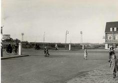 Haarlem. De Rijksstraatweg ter hoogte van de Jan Gijzenkade met het stadion van HFC Haarlem omstreeks 1943