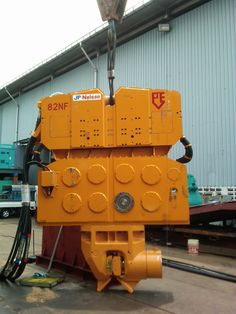 PVE hydraulic vibratory hammer with clamp