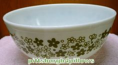Pyrex - Crazy Daisy/Spring Blossom Mixing Bowl - 404 - 4 Quart - Green On White - EUC - No Damage -  May Have Slight Wear On Pattern by pittsburgh4pillows on Etsy