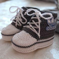 Make Trendy Baby Booties Gestrickte Booties, Knitted Booties, Crochet Baby Booties, Crochet Slippers, Baby Boots, Baby Girl Shoes, Bootie Boots, Shoe Boots, Moda Emo