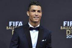 Christiano Ronaldo is the most popular and successful football player. He is very popular so Cristiano Ronaldo new hairstyle is very popular too. Cristiano Ronaldo News, Very Short Hair, Football Players, Bugatti, Short Hair Styles, Guys, Diamond Earrings, London