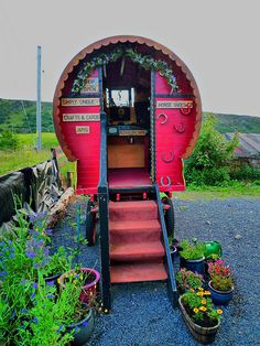 Wagon I would love to have something like this as a crafting studio! #gypsy #bohemian