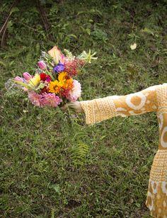 We Plant atelier & flowershop - Decoração floral para casamento na serra  Foto: Nino studio  flores - flower - cerimonia - miniwedding - boho - casamento - rustico -arranjo de flores colorido
