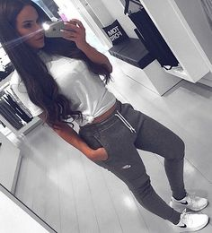 Lazy outfit with cute jacket on a chilly day The Effective Pictures We Offer You About lazy outfits Mode Outfits, Sport Outfits, Casual Outfits, Hiking Outfits, Cute Lazy Outfits, Casual Wear, Casual Dresses, Lazy Day Outfits For School, Cochella Outfits