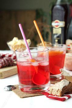 Pour fêter le week-end ou l'arrivée du Royal Baby, aujourd'hui je vous propose un délicieux cocktail, le Martini Spritz .